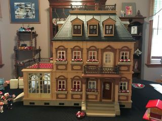 Playmobil Large Victorian Mansion 5300 Includes All Furniture And Figures.