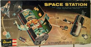 Revell Space Station 1:96