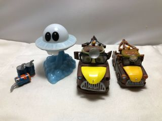 2 Disney Pixar Cars Dr Abschlepp Unidentified Flying Materslight Up Ufo,  Oil Cans