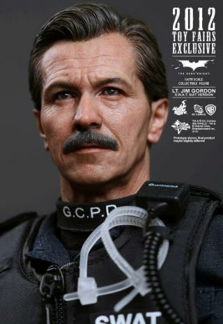 Hot Toys (mms182) – Lt.  Jim Gordon (s.  W.  A.  T.  Version) 1/6 Figure Batman Tdk