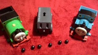Tomy Big Loader Thomas The Train Motorized Chassis Gray,  Percy & 6 Balls
