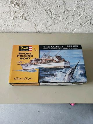Revell H - 387:100 Chris - Craft Sport Fishing Boat Scale Model Kit 1996 Issue