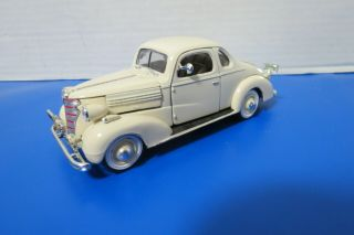 Signature 1938 Chevrolet Master Deluxe Business Coupe 1:18 Scale Die Cast Model
