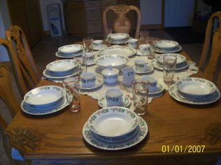 Gibson Christmas Charm Vintage Holiday Dinnerware Service For 8 Plus Extra