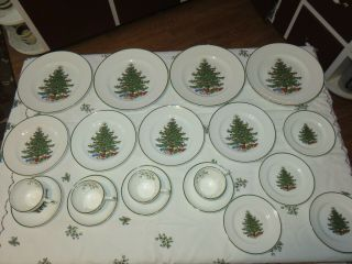 Cuthbertson Christmas Tree England Setting Of 4 Salad,  Dinner Plates,