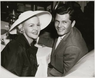 Peggy Lee & Dewey Martin Smile For The Camera Press Photo,  Ca 1958