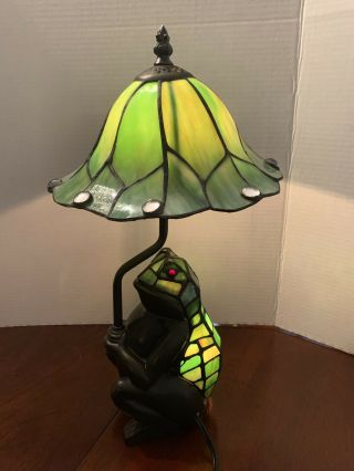 Frog Tiffany Style Lamp With Glass Shade Home And Garden Collectible