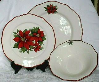Better Homes And Gardens Poinsettia Holiday Limited Edition 2010 Dinnerware 12pc