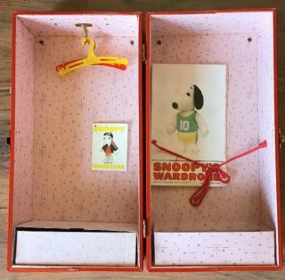 Vintage Snoopy Wardrobe Travel Steamer Trunk W/hangers,  Outfit Pamphlets